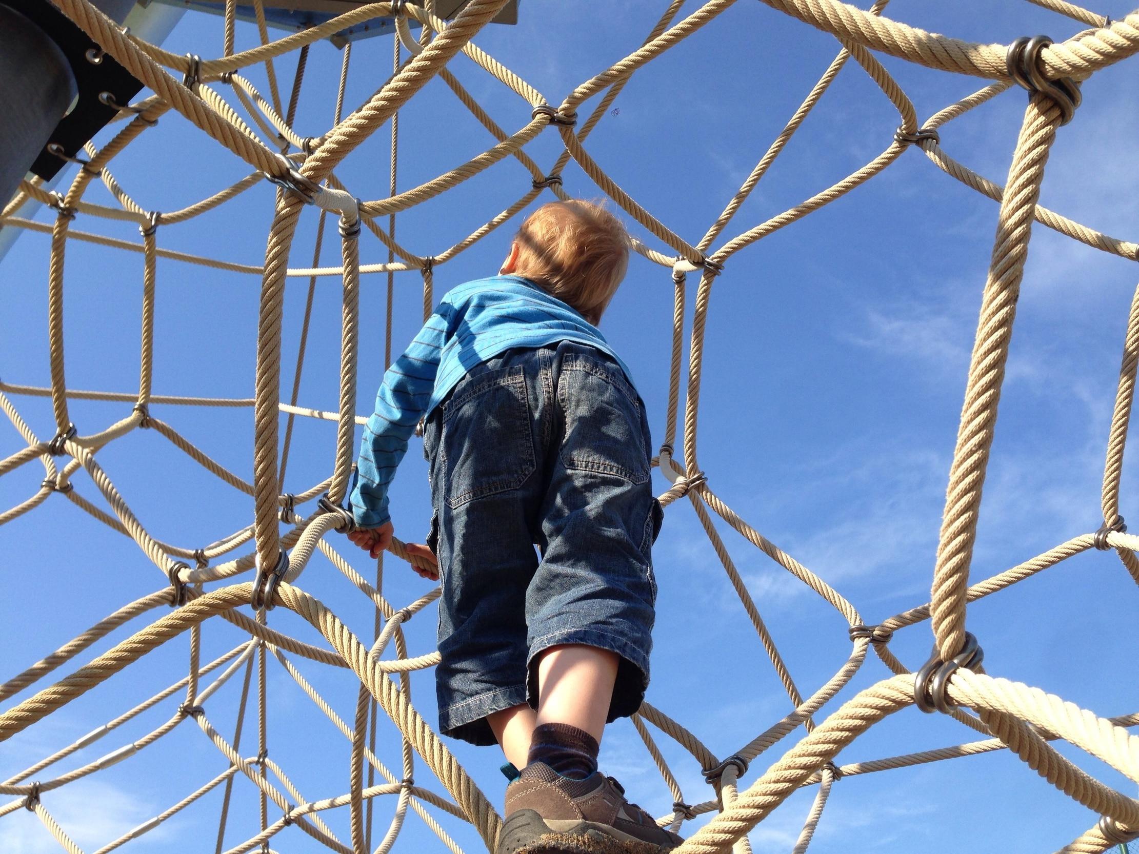 Klettergerüst Von Oben : Klettergerüst in woltorfer kindergarten seit einem halben jahr