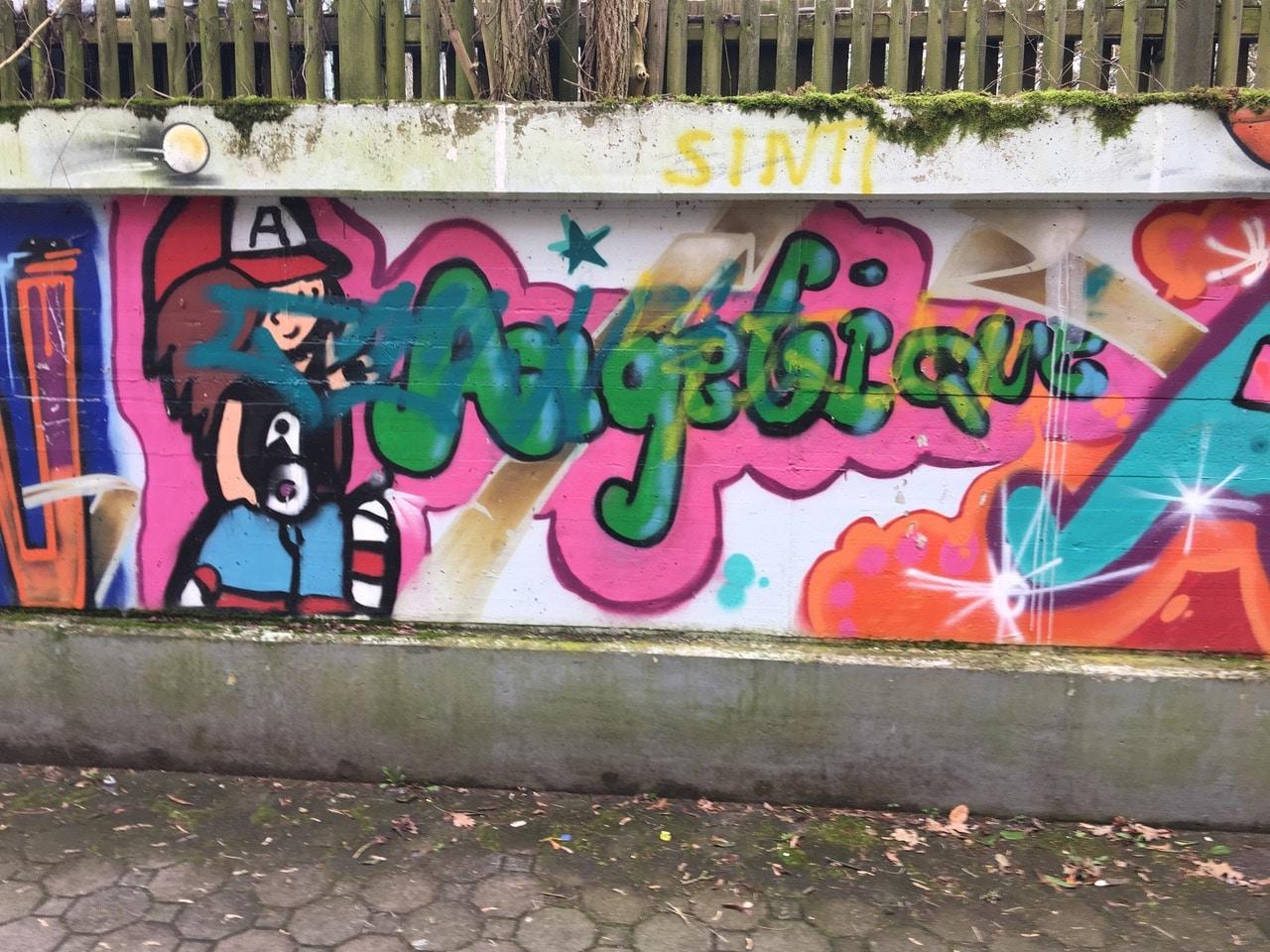 Graffiti-Schmierereien am KiJuNa