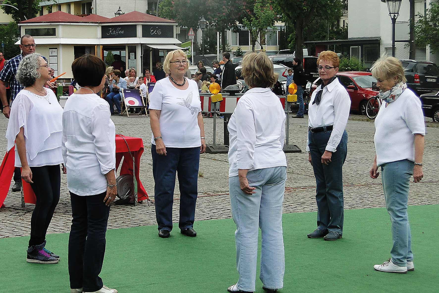 Kreistanzgruppe im Gutshaus Lichterfelde
