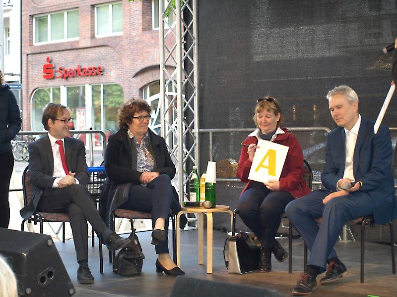 """""""Bunt verbindet"""" – Steglitz-Zehlendorf zeigt Flagge für mehr Inklusion"""