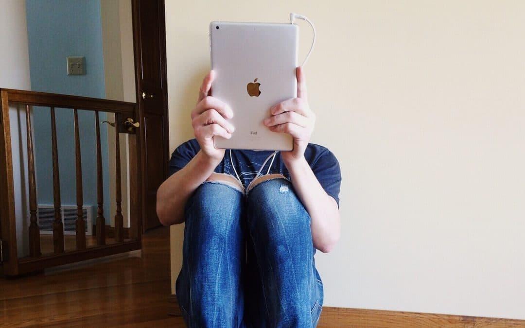 Tablet-Spende für Jugendarbeit in der Corona-Krise